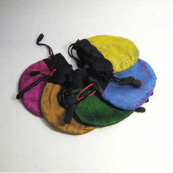 Jewelery bag Jewelery bag medium size Raw silk with cotton / viscose lining, closure ribbon with hand-sewn shavings, Fairtrade from Nepal