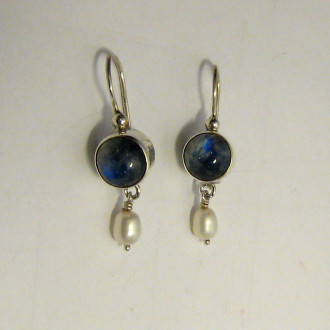 Earrings - Silver 1 round stone with pearl
