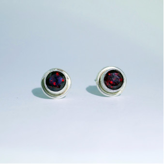 Stud earrings, faceted