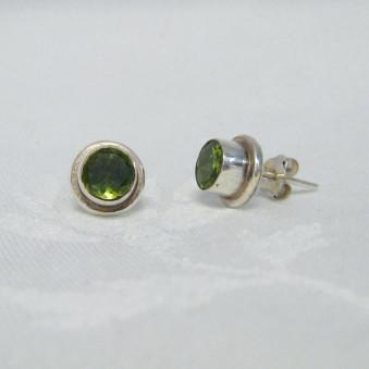 Stud earrings, faceted