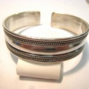 BR-01 bangle polished with pattern