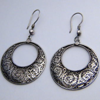 Dangling filigree round with hole 33 mm