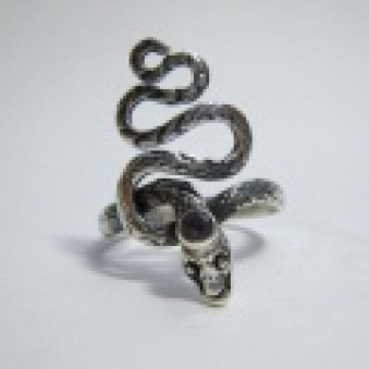 Ring-02 Serpent with stone in the head